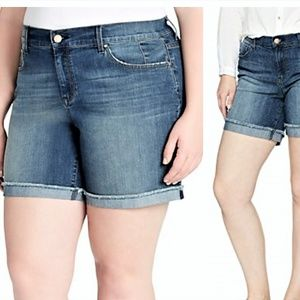 22 3X JESSICA SIMPSON BEST FRIEND JEAN MIDI SHORTS